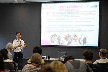 全球著名新生儿营养学专家到访美赞臣 激发中西方营养育儿新讨论1100.png